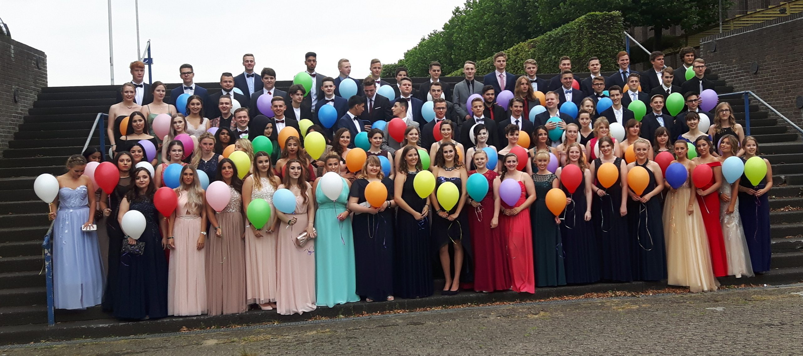 Pestalozzi Abiturienten 2017 mit Ballons